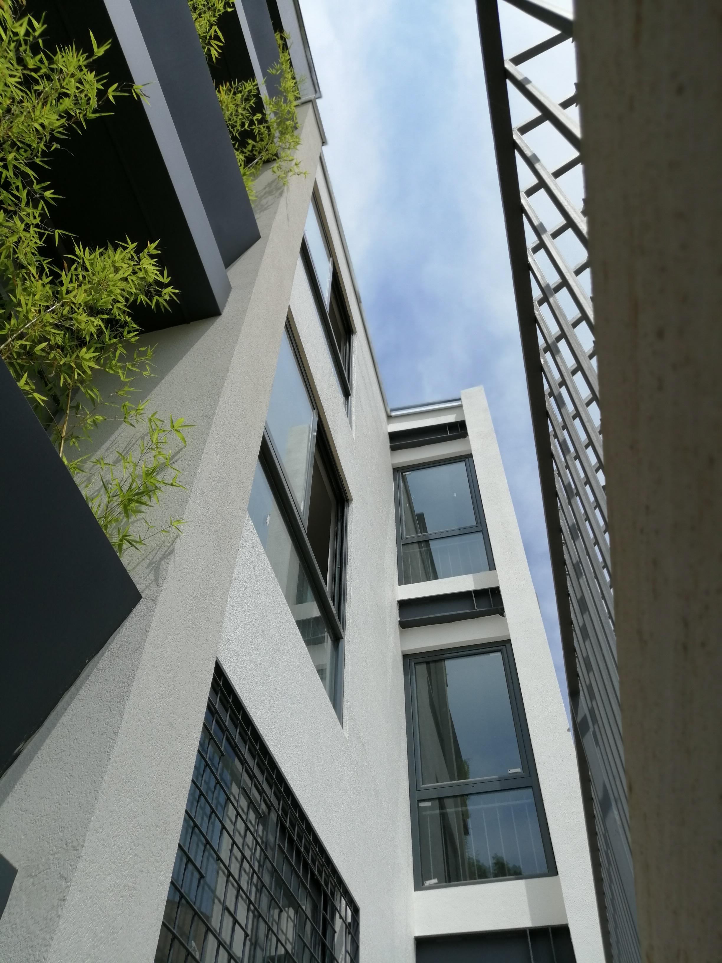 پروژه ساختمان بتونی پنجره یو پی وی سی uPVC ایستاوین